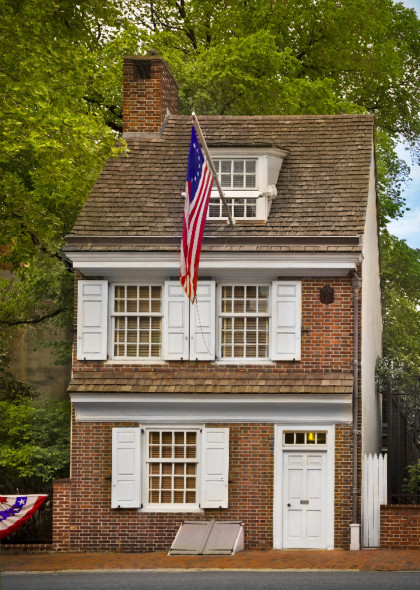 The building at 239 Arch Street, now known as the Betsy Ross House, was built over 250 years ago. The front portion was built around 1740, with the stair hall (or piazza) and the rear section added 10 to 20 years later.