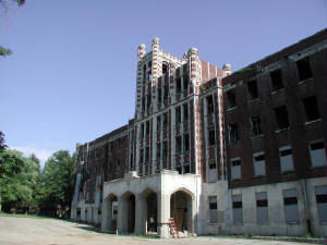 Waverly Hills Sanatorium sits on land that was originally purchased by Major Thomas H. Hays in 1883.