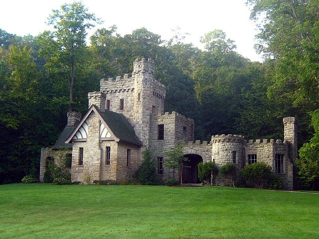 Squire's Castle paranormal