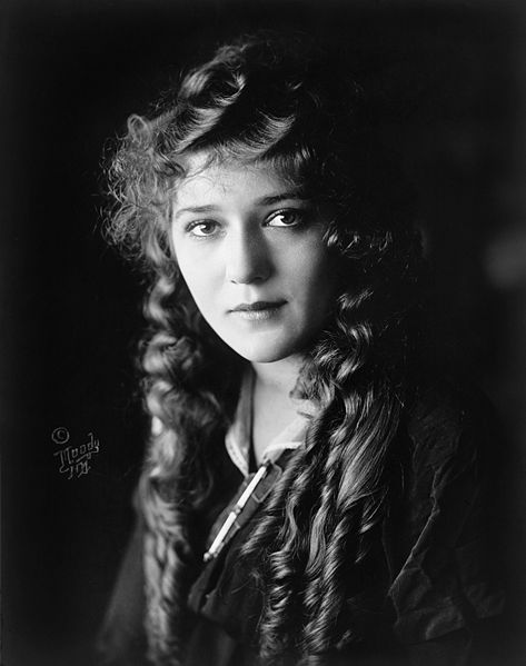 Is Mary Pickford still trying to visit her beloved Pickfair?